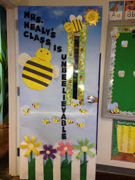Bee Themed Door Decoration For Spring Or Summer