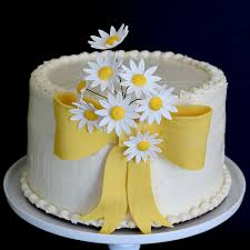Lovely White Daisy Cake Decorating Idea With Dasy Flowers Yellow Ribbon And Rustic Wedding
