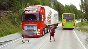 100 Semi Truck Pictures Watch This Driver Stop Short And Save A Childs Life