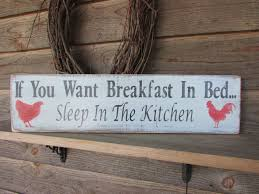 Primitive Kitchen Ideas Pinterest by Best 25 Rooster Kitchen Ideas On Pinterest Rooster Decor