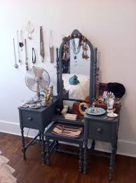 Broadway Lighted Vanity Makeup Desk 2010 by 103 Best Vintage Beauty Style Images On Pinterest Vintage Beauty