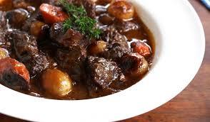 cuisiner le boeuf recette de bœuf bourguignon au cuiseur