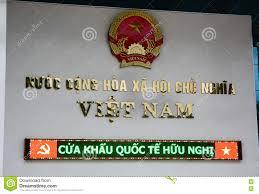 le panneau de nom du bureau d immigration à la porte de frontière