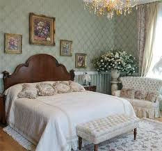 Light Small Victorian Style Bedroom Interior Design