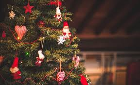 Upside Down Christmas Tree Photos Are Challenging Gravity