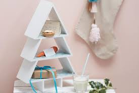 How To Decorate A Wooden Shelf Tree Christmas Eve