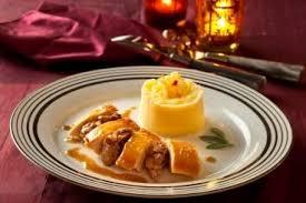 cuisiner le chapon recette de chapon rôti aux deux pommes facile