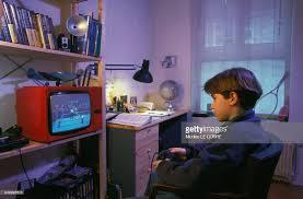 jeux de dans sa chambre jeu vidéo pour enfants à domicile pictures getty images