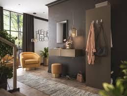 eine sitzecke aus sesseln und sofa ideal stellen