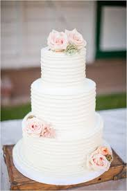 Easy Ways To Decorate Wedding Cakes