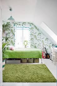 schlafzimmer unter der schräge in weiß bild kaufen