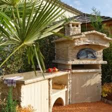 meuble cuisine exterieure bois cuisine d été extérieure avec four à et plan de travail la