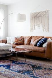 Brown Living Room Ideas Pinterest by Best 25 Leather Sofa Decor Ideas On Pinterest Leather Couches