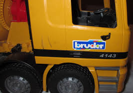 BRUDER CEMENT TRUCK 4143 Mercedes MX500 22