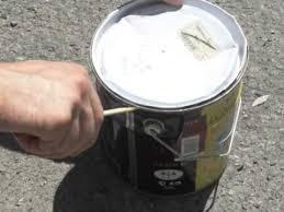 enlever le couvercle d un pot avec un tournevis