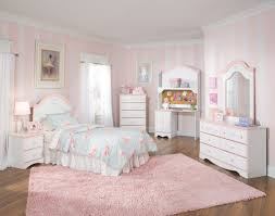 Gorgeous Ideas Room Designs For Small Bedrooms Fabulous Pink Furry Rug In Parquet Flooring