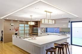 indirekte beleuchtung küche decke kochinsel pendelleuchten