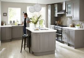 mur de cuisine cuisine taupe 51 suggestions charmantes et très tendance