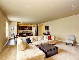 offene grundriss wohnzimmer zum essbereich und küche verbunden northwest usa