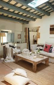 rustikales wohnzimmer mit balkendecke bild kaufen