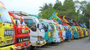 100 Truck Mania Jogja TMJ Solidarity Free Foods And Drinks Ramadhan Bagi