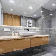 badezimmer mit dusche und spiegel stockfoto und mehr bilder architektur