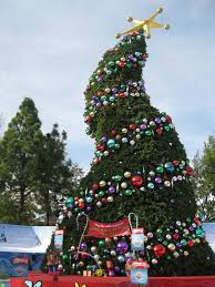 The Grinch Xmas Tree by Universal Studios Grinchmas 2009 Media Day Theme Park Review