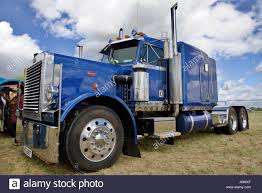 Peterbilt 379 Semi Truck Stock Photos & Peterbilt 379 Semi Truck ... Peterbilt Semi Trucks Vehicles Color Candy Wheels 18 Chrome Grill Truck Trend Legends Photo Image Gallery 379 Wikipedia 391979 At Work Ron Adams 9783881521 2007 Sleeper For Sale 600 Miles Ucon Id Peterbiltsemitruck Pinterest Trucks And Stock Photos Lowered Youtube Heavy Duty Repair Body Shop Tlg Becomes Latest Truck Maker To Work On Allectric Class 8 1992 377 Semi Item F1427 Sold June 30 C