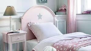 ein romantisches schlafzimmer für junge mädchen im detail