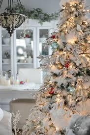 37 Amazing Flocked Christmas Tree Decoration Ideas