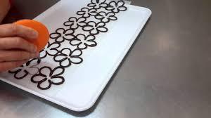 decoration patisserie en chocolat décoration gâteau par des motifs en chocolat