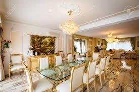 das esszimmer im klassischen stil helle möbel marmor luxus