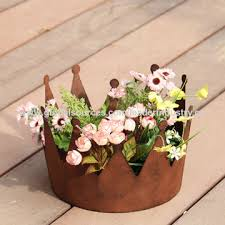 China Rustic Crown Flower Pots For Outdoor Decoration Made Of Powder Coated Metal