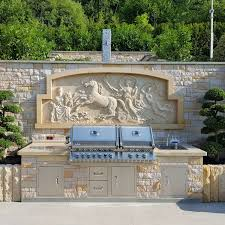 luxuriöse outdoorküche mit napoleon einbaugrill