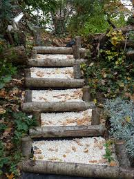 un escalier en rondins de châtaignier aménagement naturel et