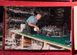 For 35th year Tustin man turns his garage into a Christmas jewel