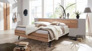 interliving schlafzimmer serie 1019 bettgestell 523381 wildeiche weißer mattlack liegefläche ca 180 x 200 cm