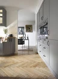 landhausküchen in grau wirken und zeitlos deko