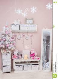 weihnachtsbaum im shabby chic stil wohnzimmer stockfoto