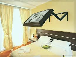 fernseher schlafzimmer ideen versteckter fernseher
