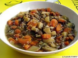 cuisine des lentilles mijoté de pommes de terre nouvelles et lentilles végétarien