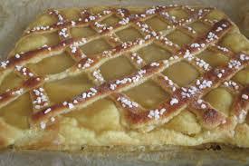 einfacher apfelkuchen mit einem gittermuster schnell gebacken