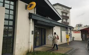 ouverture du bureau de poste val de marne élus et usagers contre les réductions d horaires de