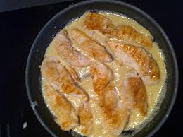 cuisiner des blancs de poulet recette de blancs de poulet à la crème d ail compatible dukan