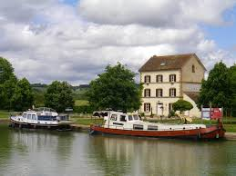 la maison du canal à clamerey côte d or en bourgogne côte d or