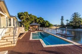 100 Beach House Gold Coast Maureen Waterfront Holiday Home Holidays