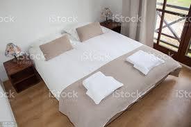 schlafzimmer einrichtung in eine schöne hell haus stockfoto und mehr bilder architektur