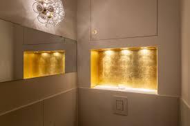 vergoldete nische im badezimmer goldsachs
