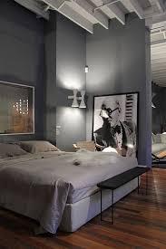 chambre parquet chambre parentale avec parquet en bois fonce et mur clair design