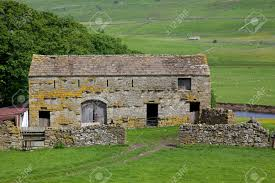 An Old Stone Barn In The Heart Of England Stock Photo, Picture And ... Historic Hay Barn With Red Oak Timber Frame Bedford Glens Reclaimed Stone Barn Wall Detail Stock Photo Royalty Free Image 13736040 Walls Ace Brick And Stonework Stemasons Old Dakotas Stone Foundation Constructing The Filefox 3jpg Wikimedia Commons Rockin Walls Got Realgoods Company Natural Chunks Frank Brothers Landscape Supply Inc Barnstone Rolling Rock Building Made Into A House Kipp Heritage